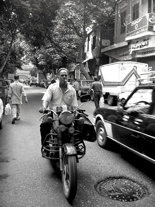 Il Cairo, motociclista